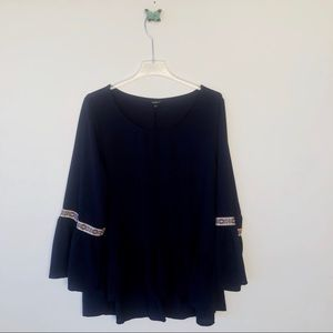 Torrid bell sleeves blouse sz 1x